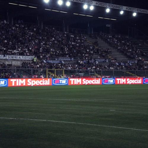 Pantalla perimetral cancha futbol soccer